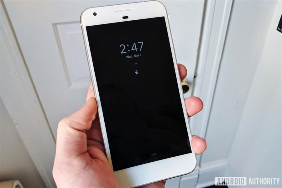 我们体验了下一代Android系统,改进很多,「刘海」很丑