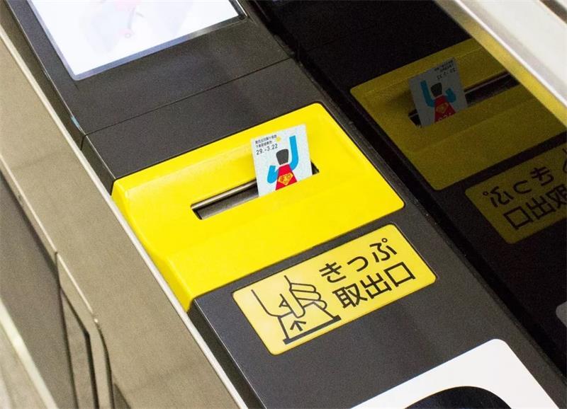 设计界的手工耿!95后日本小哥靠「没用」的脑洞设计圈粉无数!