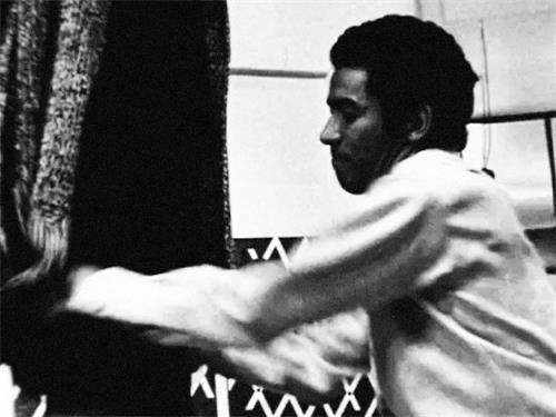 给乔布斯做了100件黑色毛衣的设计师:三宅一生(下)
